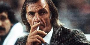 weltmeister-und-kettenraucher-argentiniens-trainer-legende-cesar-luis-menotti-geht-stets-seinen-etwas-eigenen-weg-in-einem-land-voller-fussballtalent-und-sozialnot-1978-holt-seine-albic1
